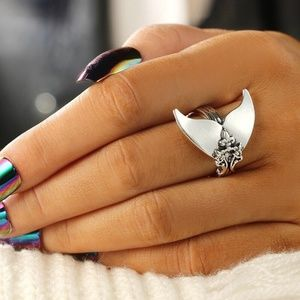New! Women's Vintage Whale Tail Ring
